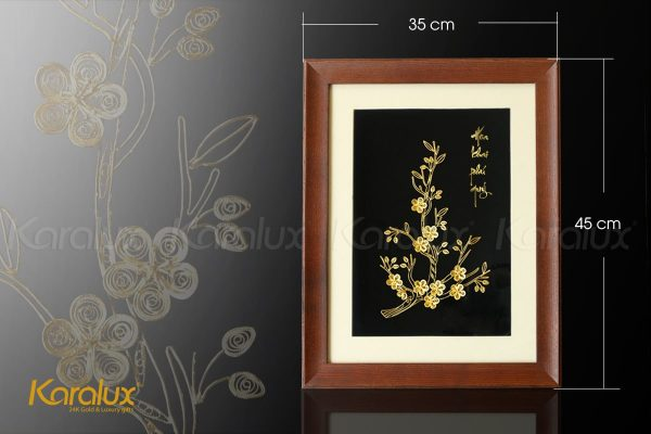 Kích thước tranh 35x45cm với khung tranh được làm từ gỗ tự nhiên sang trọng