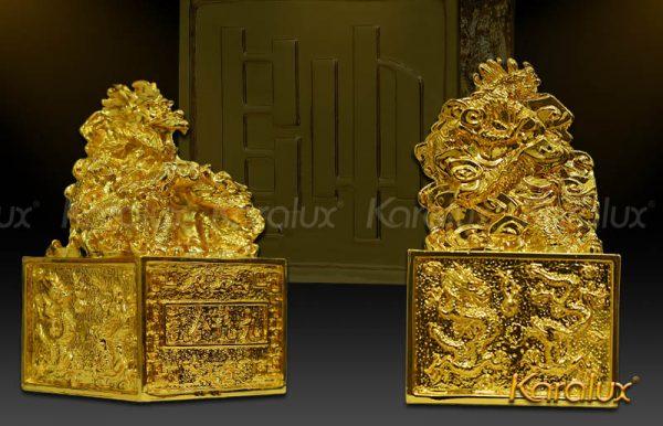 """Phần dướiấn rồng là chữ """"soái"""", phía trên là rồng - chỉbậc vua chúa,đấng tối cao mớiđược sử dụng"""