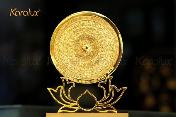 Mặt trống đồng đế hoa sen mạ vàng 1