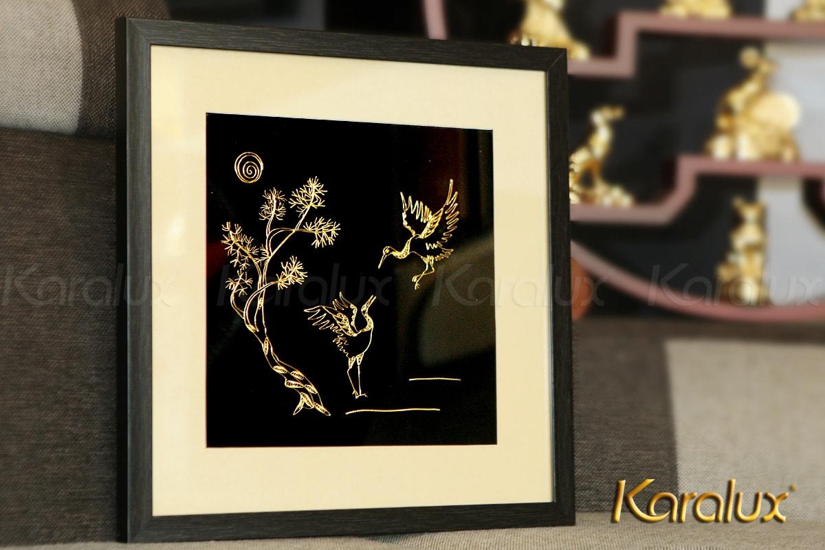 Tranh đôi hạc được các nghệ nhân Karalux chế tác từ bạc nguyên chất, bề mặt mạ vàng 24K