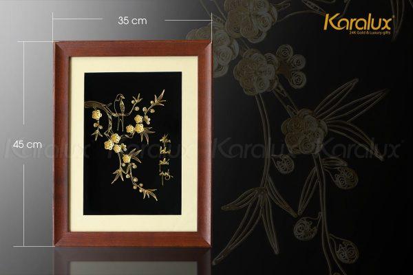 Kích thước bức tranh được thiết kế hợp lý để treo phòng khách hoặc phòng làm việc