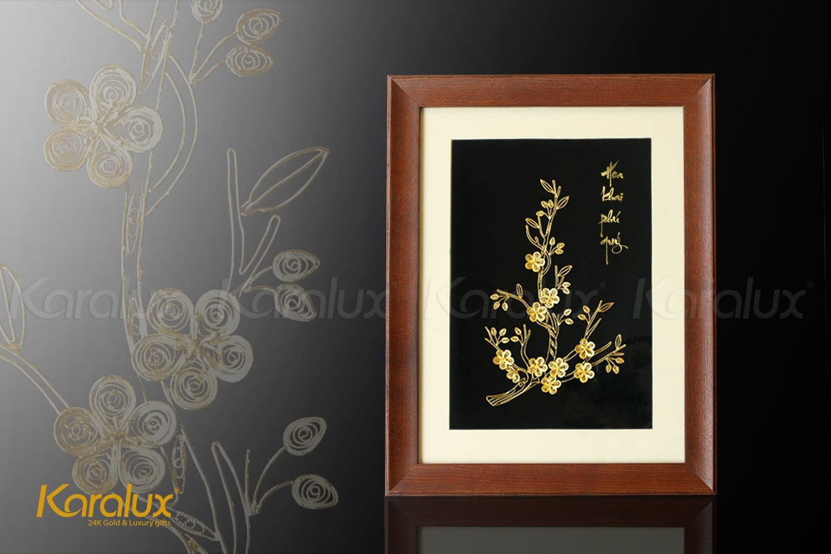 """Tranh hoa mai vàng với dòng chữ """"Hoa khai phú quý"""" đầy ý nghĩa"""