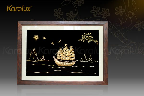 Tranh thuyền buồm thuận buồm xuôi gió mạ vàng Karalux 1