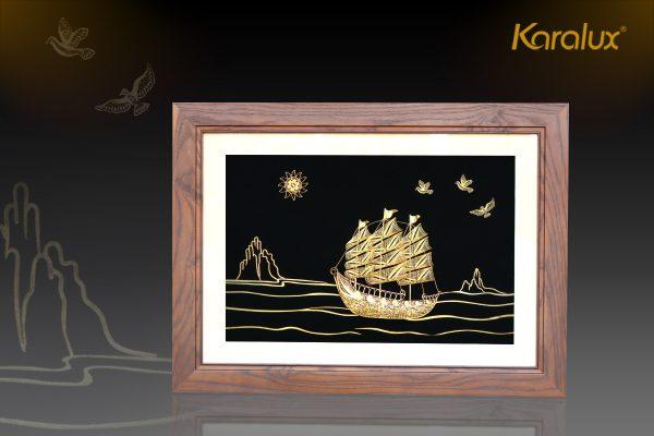 Tranh thuyền buồm thuận buồm xuôi gió mạ vàng Karalux 8