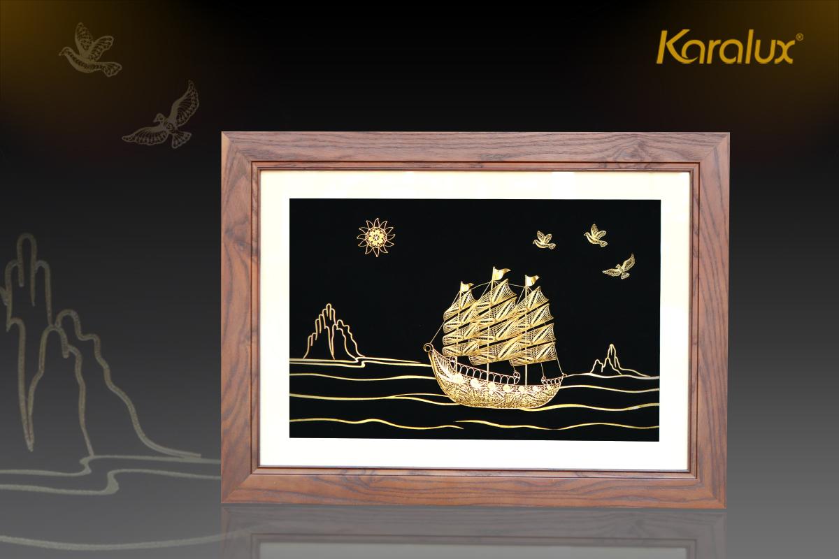 Tranh thuyền buồm thuận buồm xuôi gió mạ vàng Karalux 30