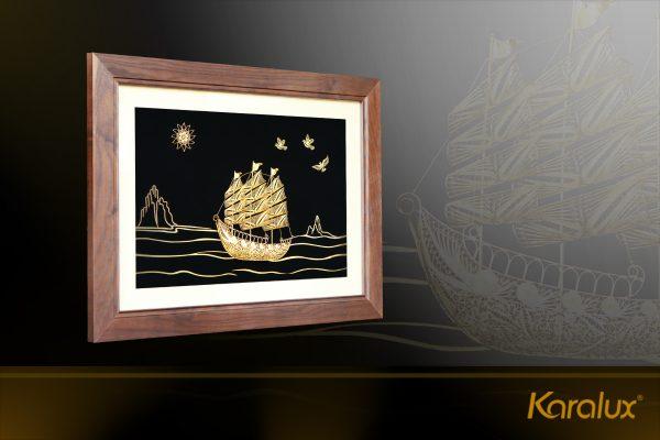 Tranh thuyền buồm thuận buồm xuôi gió mạ vàng Karalux 9