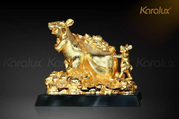 Tượng chuột Phát Tài mạ vàng với thiết kế tươi vui, hân hoan phù hợp làm quà tặng cuối năm, quà tặng tết tặng đối tác, khách hàng, …