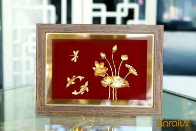 Tranh hoa sen để bàn mạ vàng 24k 16