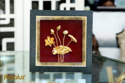 Tranh hoa sen để bàn mạ vàng 24k 18