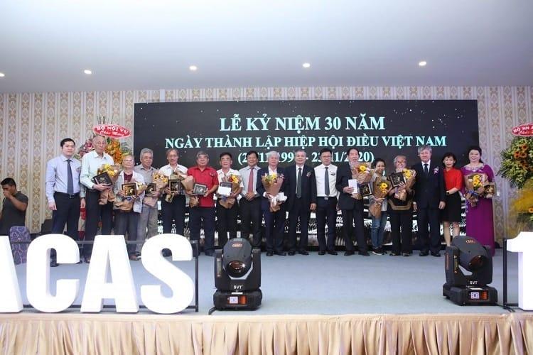Tranh quả điều vàng được sử dụng làm quà tặng trong buổi lễ kỷ niệm 30 năm ngày thành lập Hiệp hội Điều Việt Nam