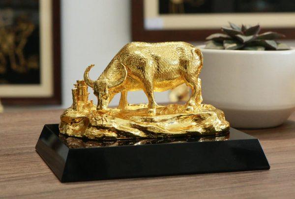 Tượng trâu mạ vàng An Lạc 2