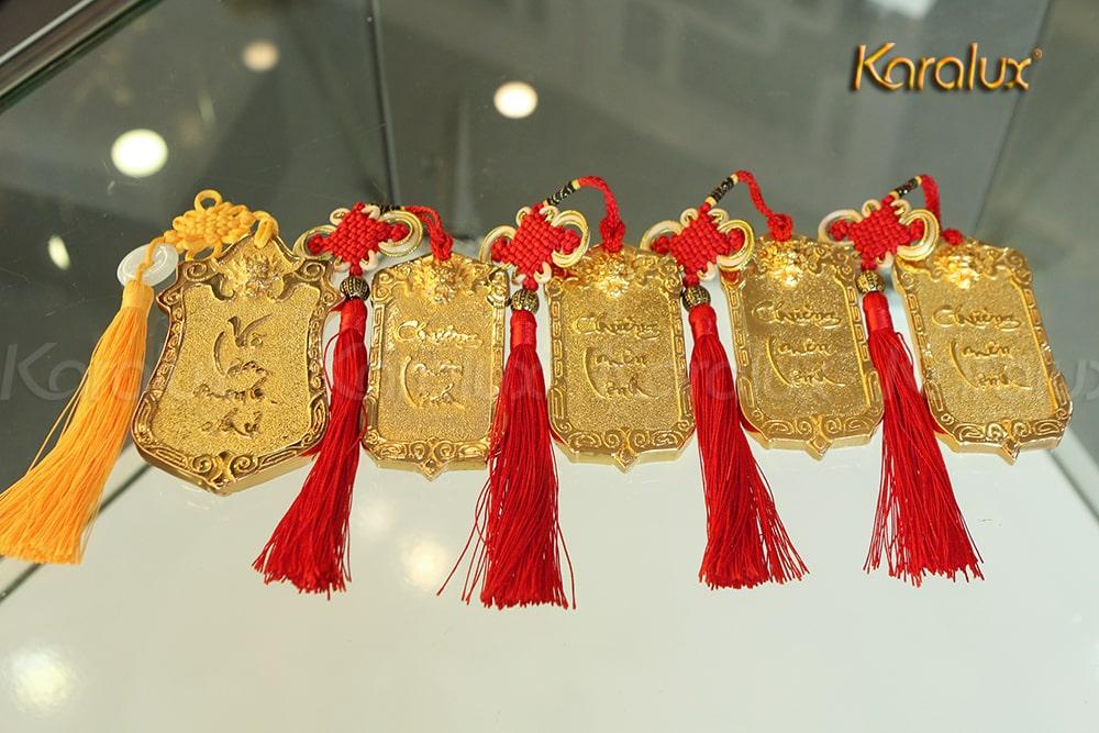 5 lệnh bài mạ vàng được tặng 5 game thủ xuất sắc nhất, trong đó chỉ có 1 lệnh bài Võ lâm minh chủ