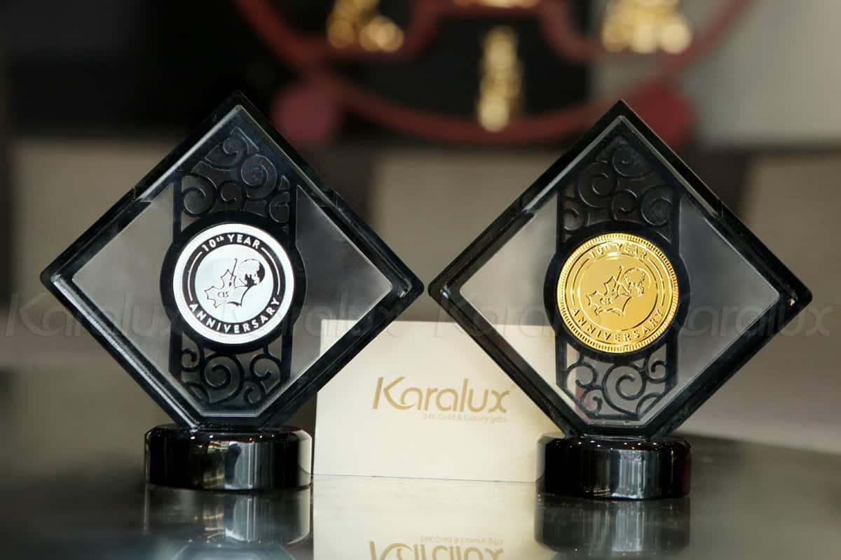 Đồng xu mạ vàng làm quà tặng kỷ niệm 10 năm thành lập trường quốc tế CIS 11