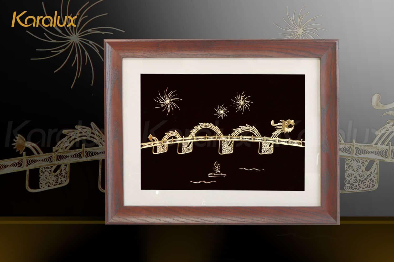 Tranh cầu Rồng Đà Nẵng mạ vàng được chế tác từ những sợi bạc bởi nghệ nhân kim hoàn Karalux