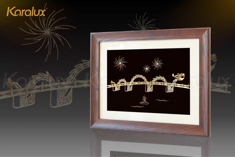 Hình ảnh pháo hoa tại cuộc thi bắn pháo hoa hàng năm tại Đà Nẵng là điểm nhấn trên bức tranh